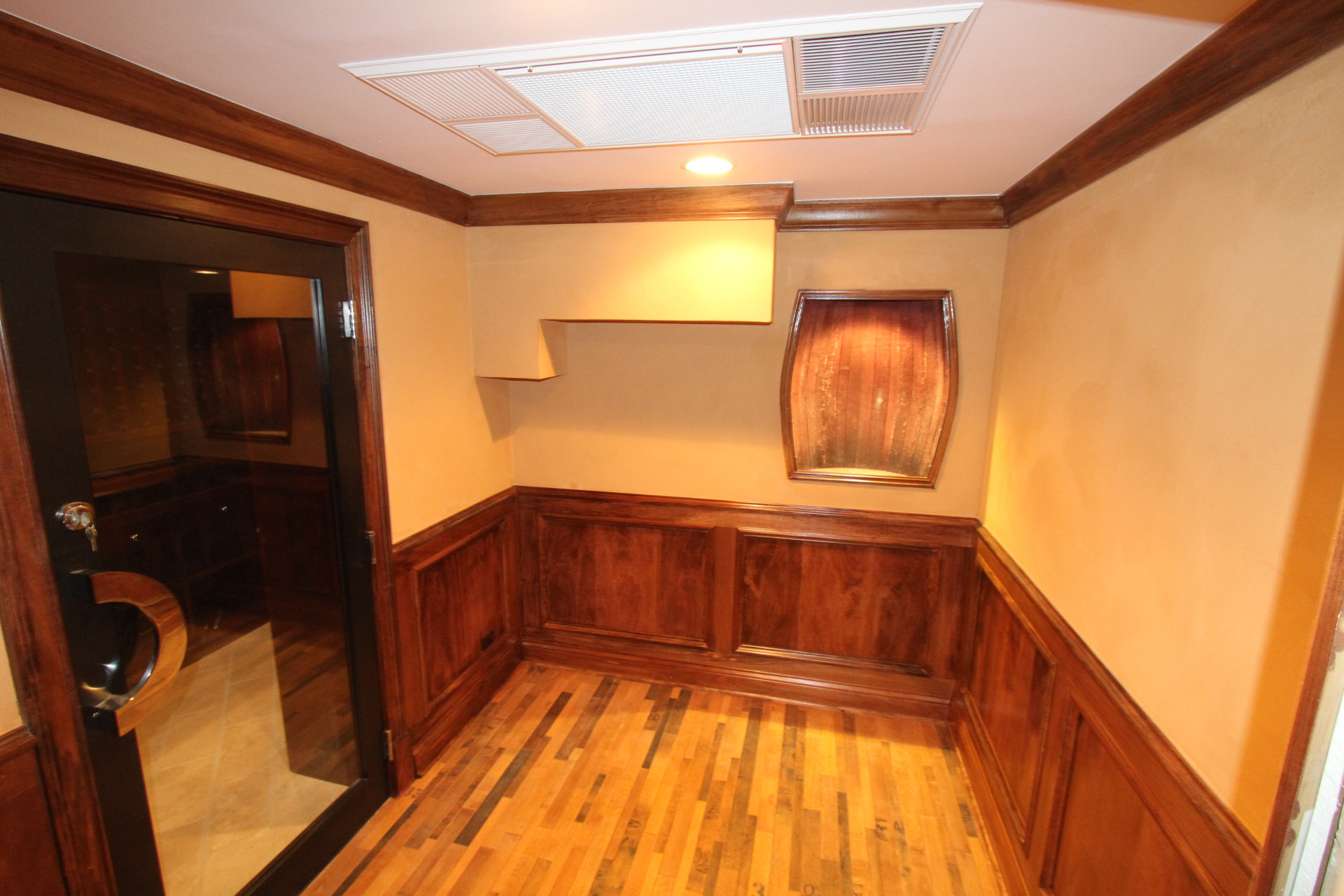 Wine Cellar Foyer - Cigar Room